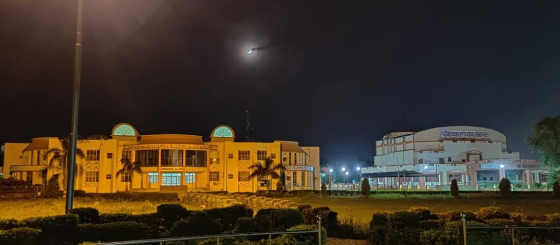 awesome-view-of-administrative-block-at-night