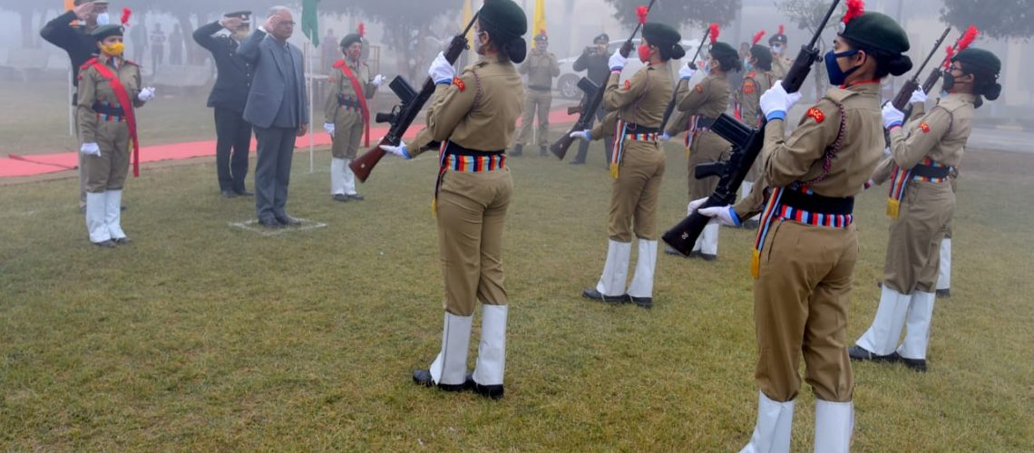 guard-of-honor-to-honorable-vice-chancellor-by-ncc-cadets-on-the-occasion-of-republic-day
