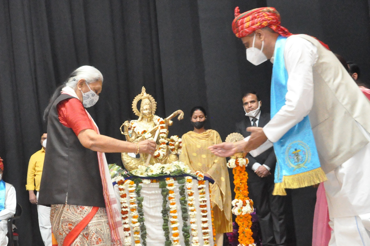 Lighting of lamp by Hon'ble  Chancellor of the University