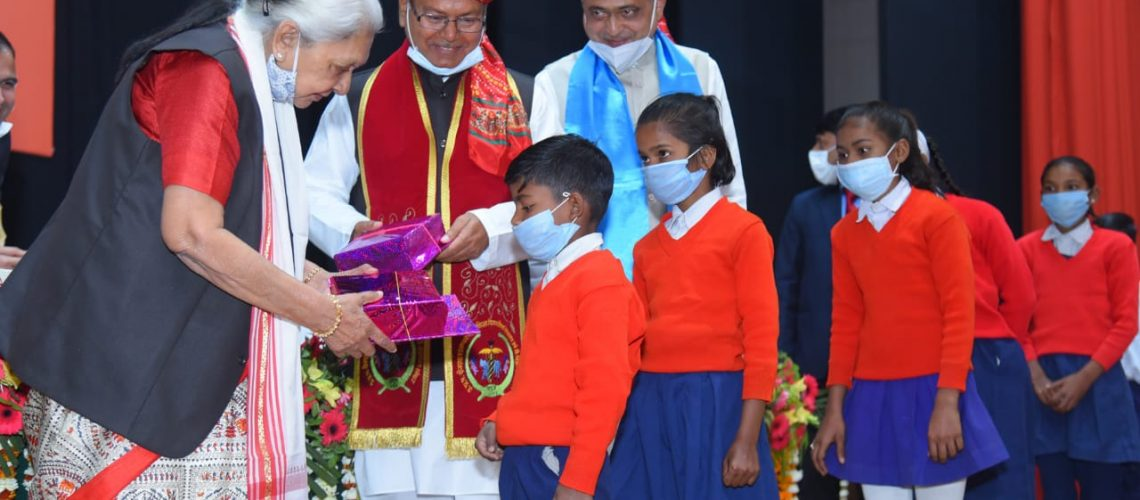 books-and-fruits-distribution-to-school-students-by-honble-chancellor