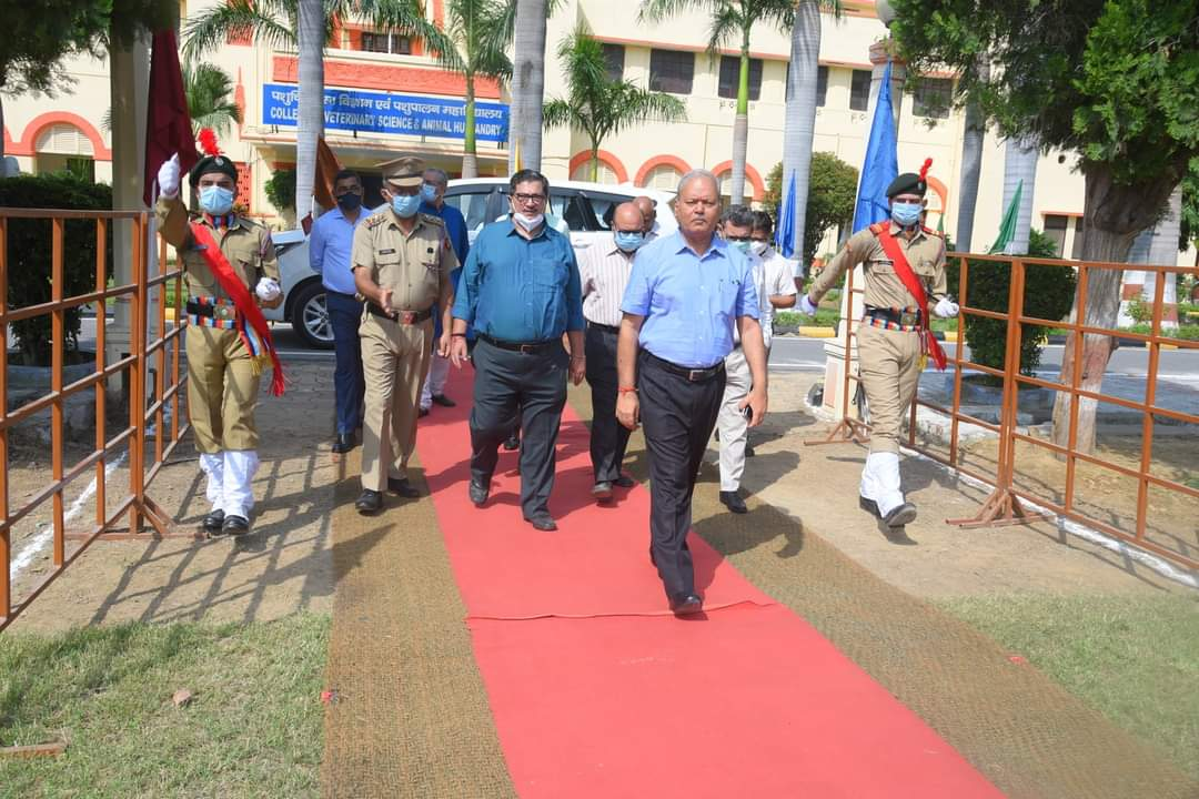 Arrival of Honorable Vice Chancellor Professor G.K.Singh in the University playground on the occasion of 75th Independence day