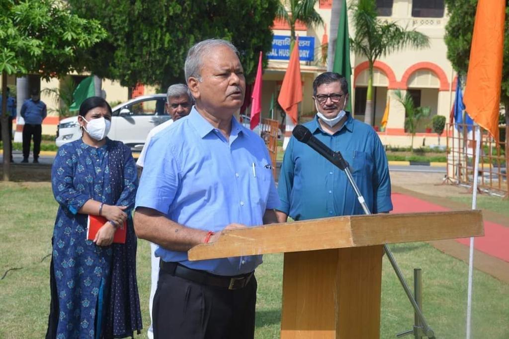 honorable-vice-chancellor-addressing-the-gathering-75th-independence-day