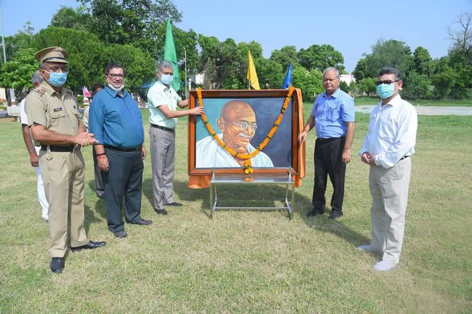 Garlanding of the portrait of Bapuji by Honorable Vice Chancellor  and Dean,COVSc and AH along with Dean, COB, DSW and Asst DSW